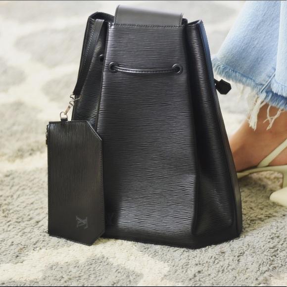 - 🖤RARE🖤 LV Epi Backpack sling In Noir